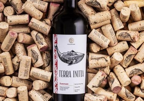 Как создаются природно-полусладкие вина ?